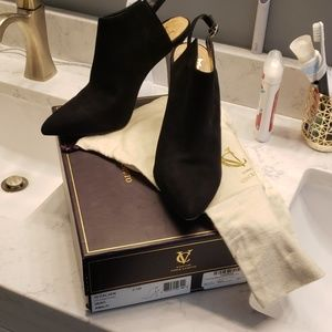 Signature Vince Camuto black suede booties